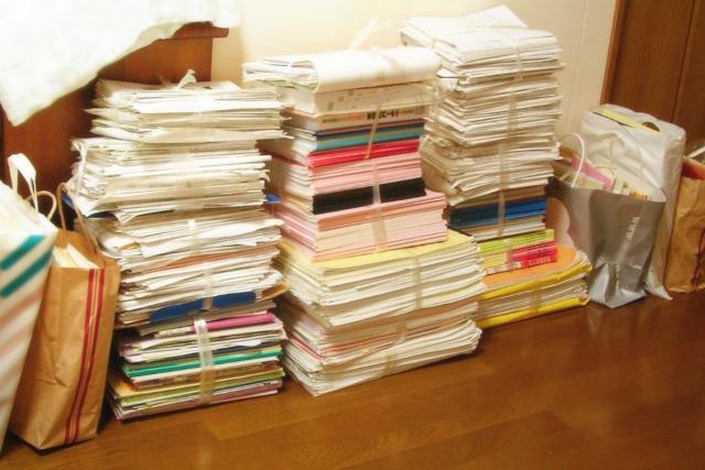 積み重ねられた書類